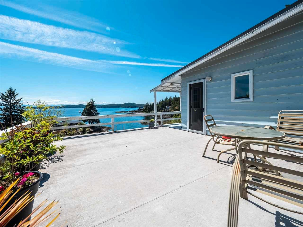 Main Photo:  in Halfmoon Bay: Halfmn Bay Secret Cv Redroofs House for sale (Sunshine Coast)  : MLS®# R2582516