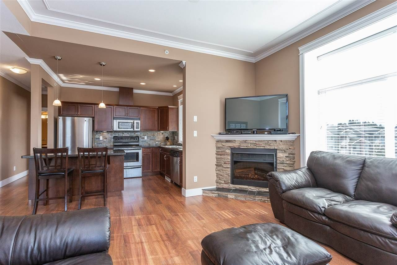 """Photo 3: Photos: 409 33338 MAYFAIR Avenue in Abbotsford: Central Abbotsford Condo for sale in """"The Sterling"""" : MLS®# R2346998"""