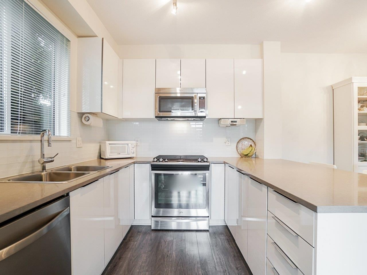 Photo 12: Photos: 108 1151 WINDSOR Mews in Coquitlam: New Horizons Condo for sale : MLS®# R2500299