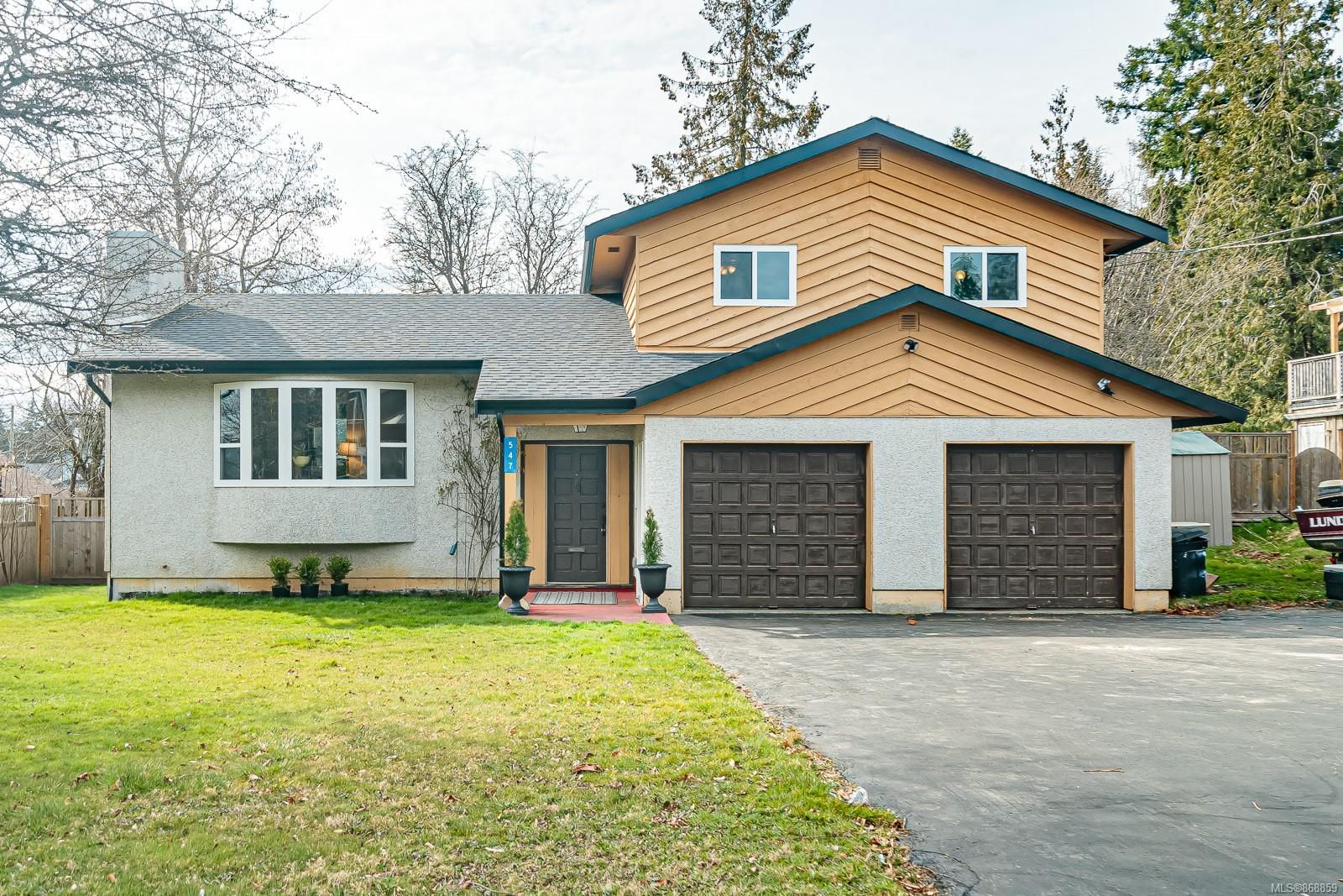 Main Photo: 547 Linshart Rd in : CV Comox (Town of) House for sale (Comox Valley)  : MLS®# 868859