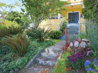 Photo 2: 803 E 24TH Avenue in Vancouver: Fraser VE House for sale (Vancouver East)  : MLS®# R2477891