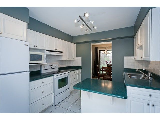 "Photo 9: Photos: 411 CARDIFF Way in Port Moody: College Park PM Townhouse for sale in ""EAST HILL"" : MLS®# V1021161"