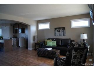 Photo 2: 211 Warwick Crescent: Warman Single Family Dwelling for sale (Saskatoon NW)  : MLS®# 434382