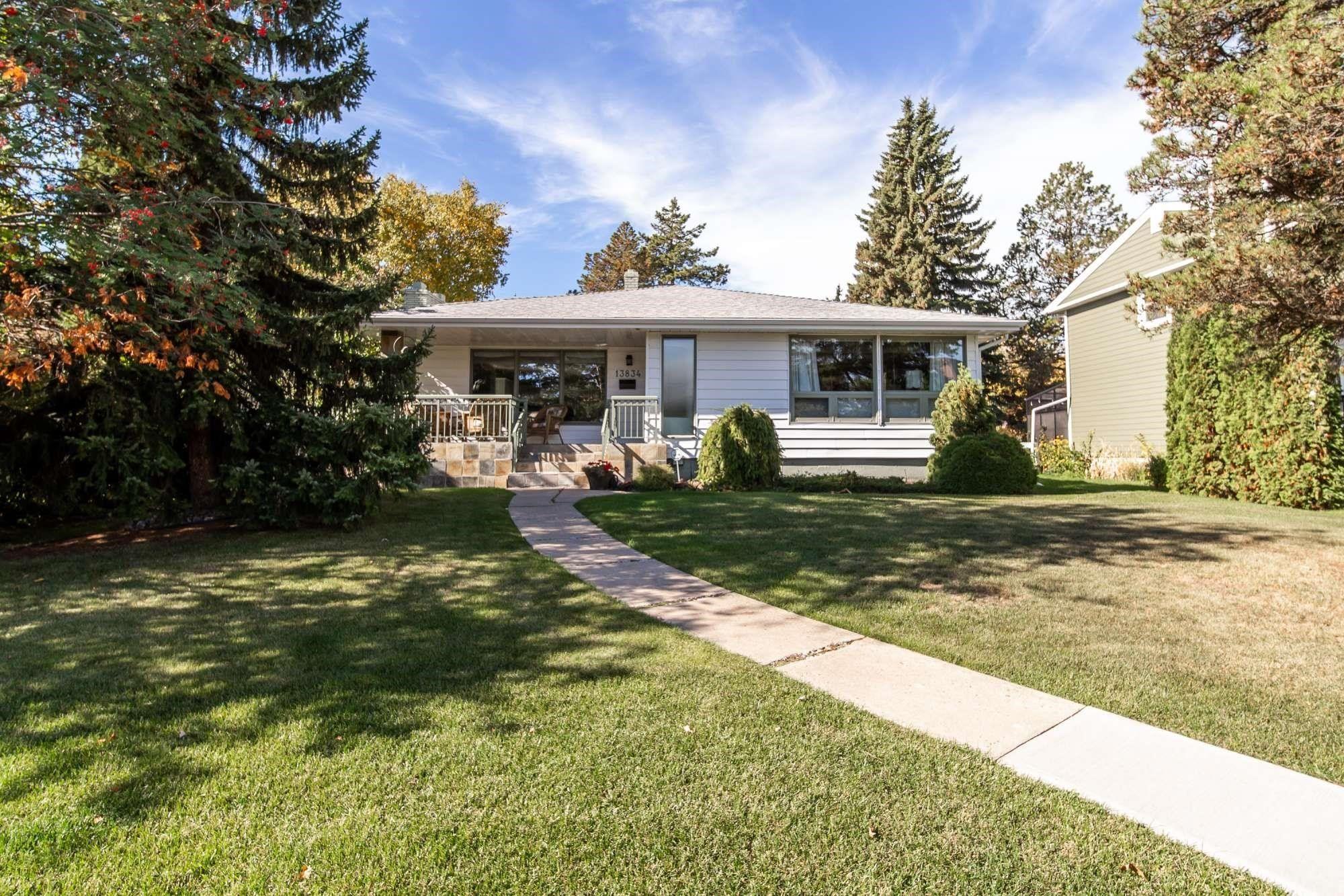 Main Photo: 13834 RAVINE Drive in Edmonton: Zone 11 House for sale : MLS®# E4264760