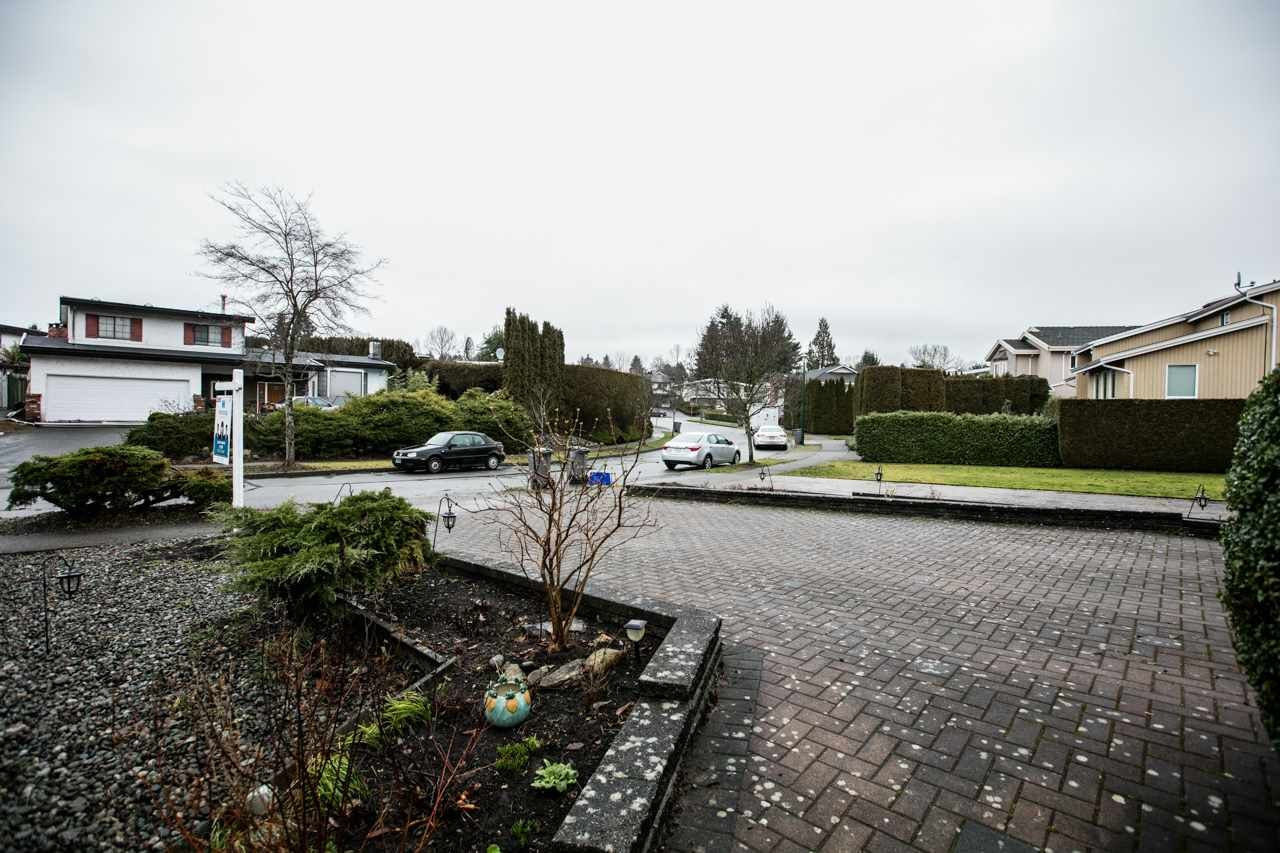 """Photo 14: Photos: 3168 E 63RD Avenue in Vancouver: Champlain Heights House for sale in """"CHAMPLAIN HEIGHTS"""" (Vancouver East)  : MLS®# R2027923"""