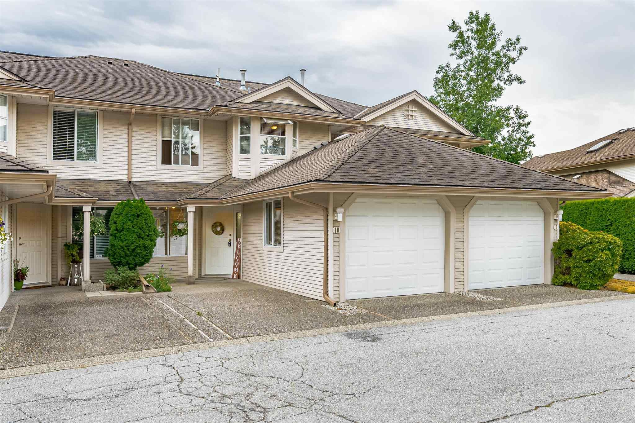 """Main Photo: 10 9045 WALNUT GROVE Drive in Langley: Walnut Grove Townhouse for sale in """"BRIDLEWOODS"""" : MLS®# R2606404"""