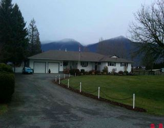 Photo 1: 8548 BANFORD Road in Chilliwack: East Chilliwack House for sale : MLS®# H1000556