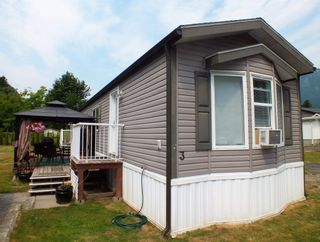 """Photo 1: 3 62010 FLOOD HOPE Road in Hope: Hope Silver Creek Manufactured Home for sale in """"WINDMILL MHP"""" : MLS®# R2600579"""