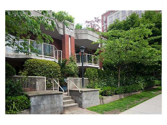 """Main Photo: 105 867 HAMILTON Street in Vancouver: Downtown VW Townhouse for sale in """"JARDINES LOOKOUT"""" (Vancouver West)  : MLS®# V832897"""