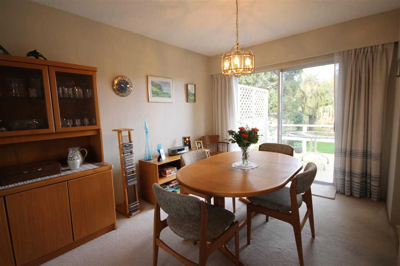 """Photo 5: Photos: 15681 GOGGS Avenue: White Rock House for sale in """"White Rock"""" (South Surrey White Rock)  : MLS®# R2151652"""