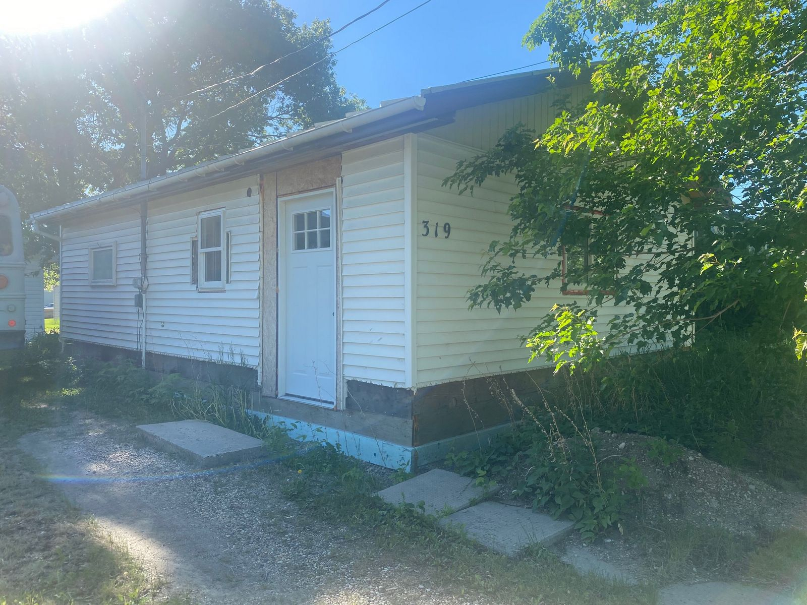 Main Photo: 319 South Street in Treherne: House for sale : MLS®# 202115342