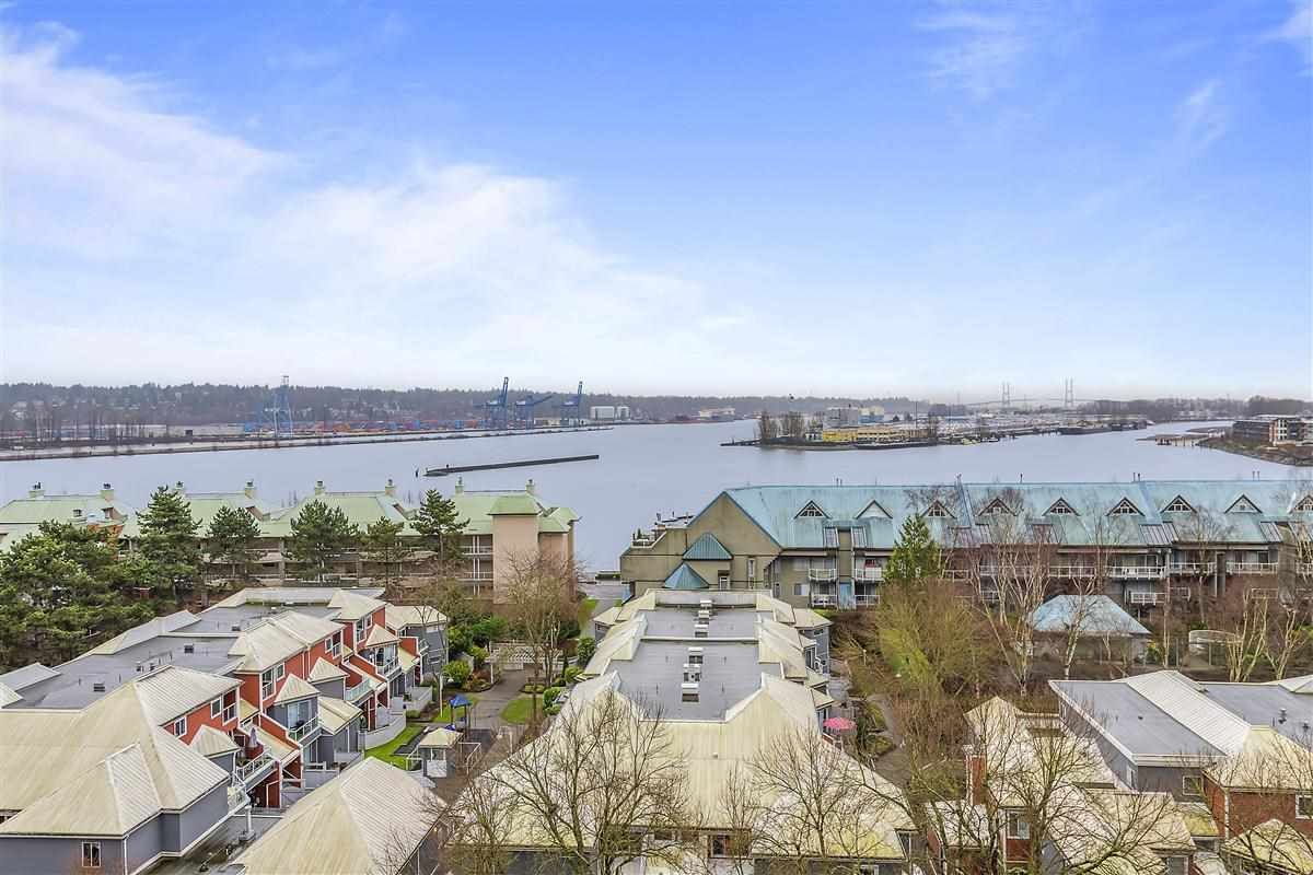 Main Photo: 902 1065 QUAYSIDE Drive in New Westminster: Quay Condo for sale : MLS®# R2425680