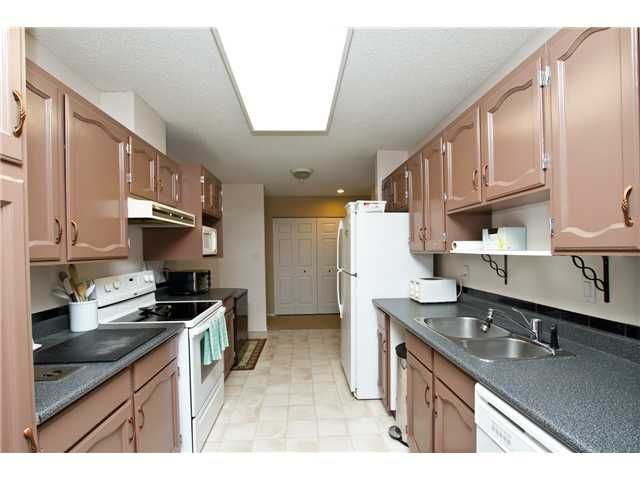 """Photo 5: Photos: 102 585 AUSTIN Avenue in Coquitlam: Coquitlam West Townhouse for sale in """"BRANDYWINE PARK"""" : MLS®# V927448"""