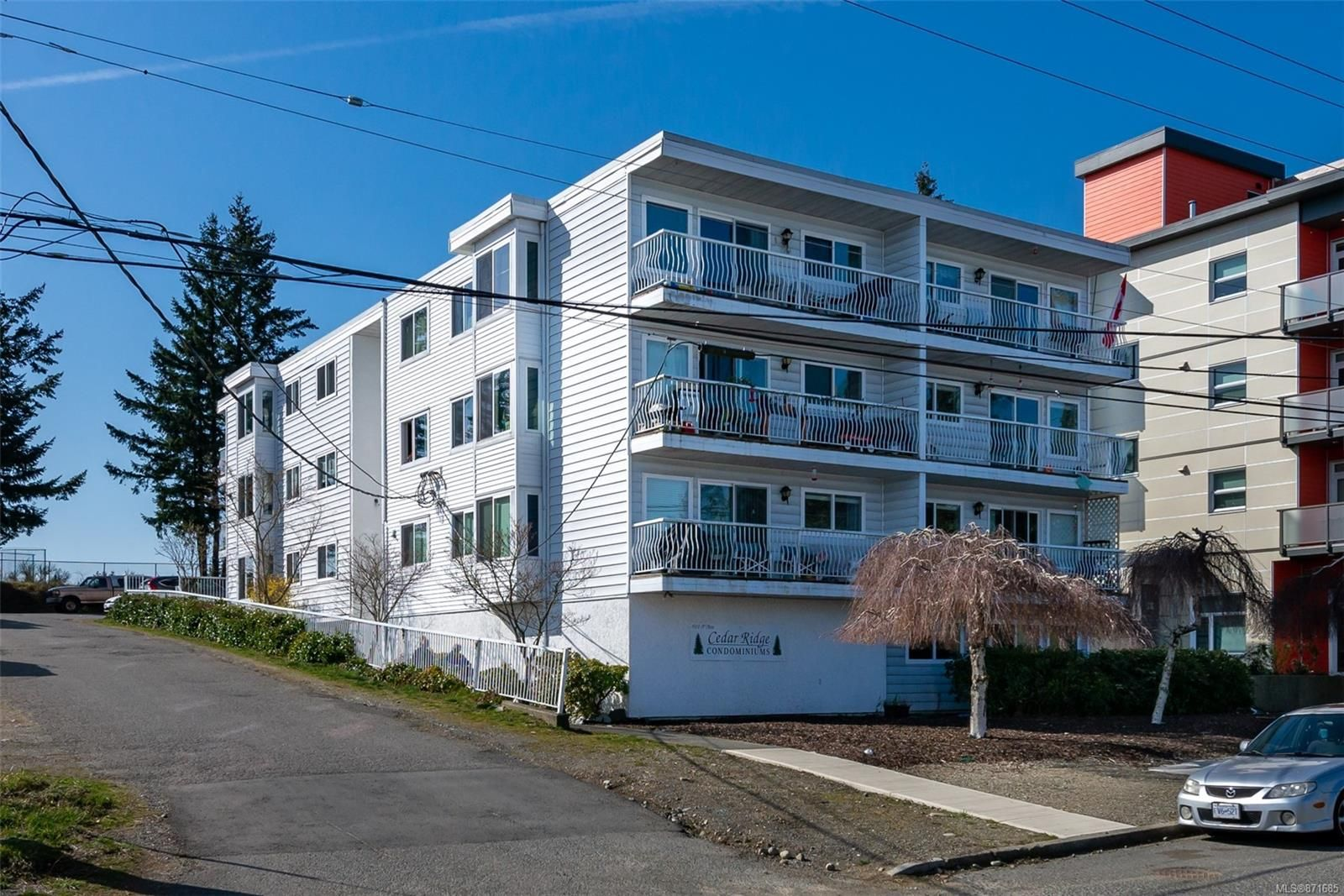 Main Photo: 303 501 9th Ave in : CR Campbell River Central Condo for sale (Campbell River)  : MLS®# 871685