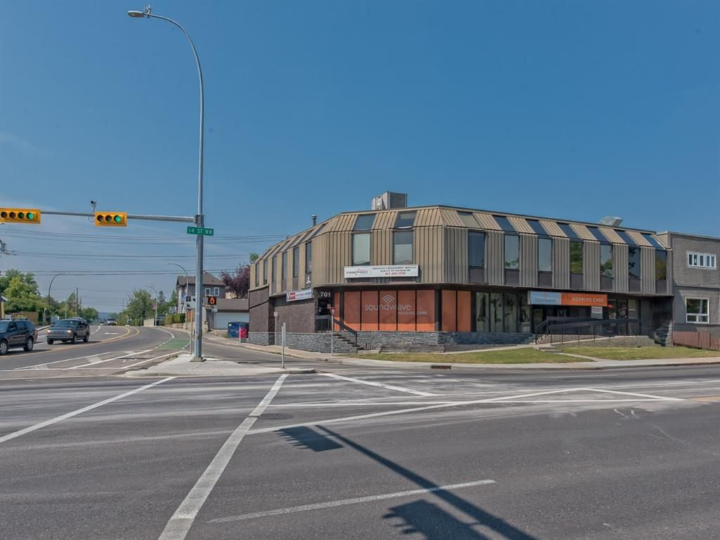 Main Photo: 701 14 Street NW in Calgary: Hillhurst Mixed Use for sale : MLS®# A1128858
