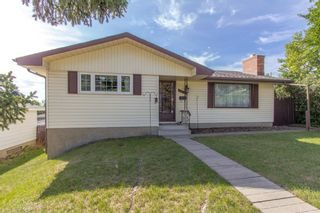 Photo 2: 1039 Hunterdale Place NW in Calgary: Huntington Hills Detached for sale : MLS®# A1144126