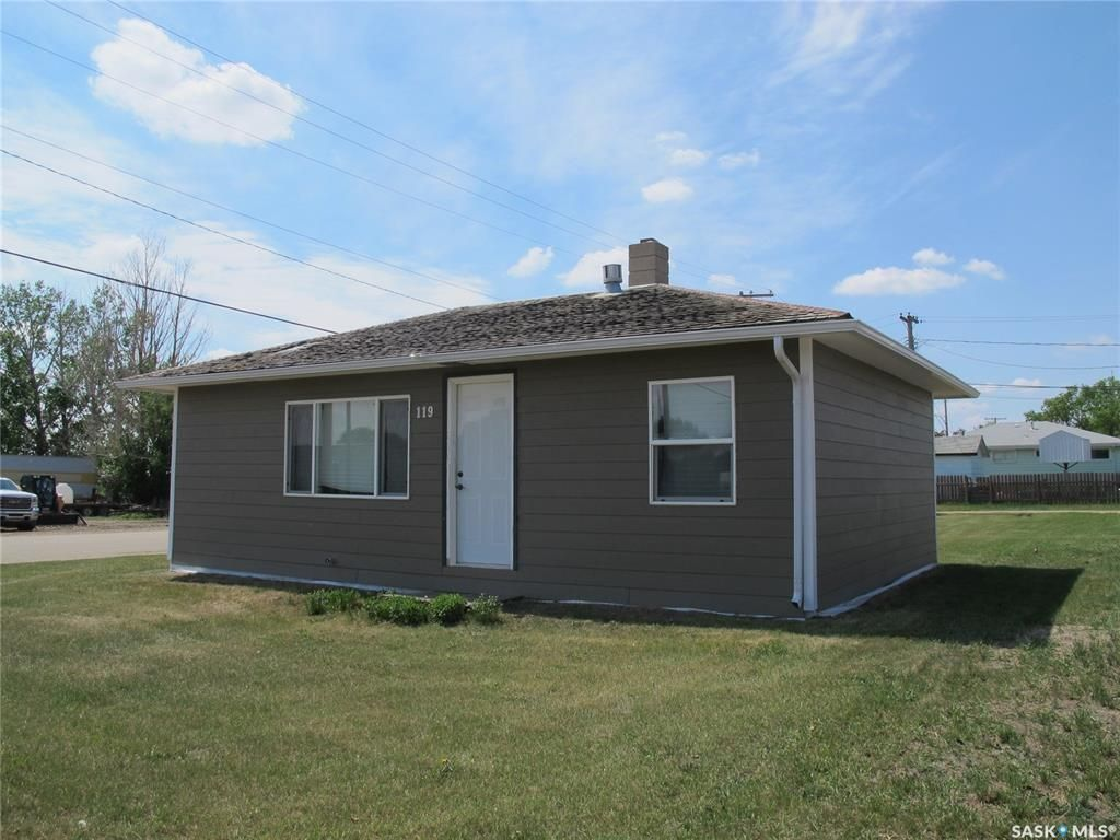Main Photo: 119 Grove Street in Lampman: Residential for sale : MLS®# SK851666