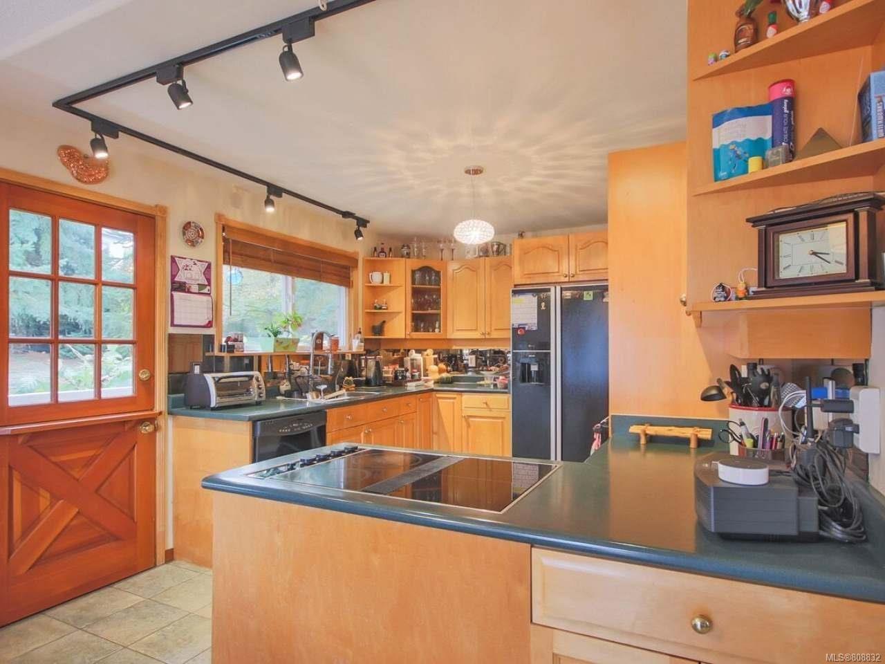 Photo 5: Photos: 5407 Lost Lake Rd in NANAIMO: Na North Nanaimo House for sale (Nanaimo)  : MLS®# 808832