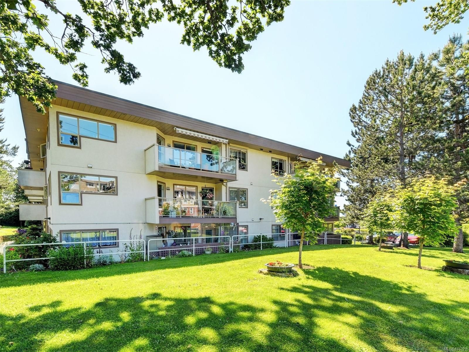 Main Photo: 304 4535 Viewmont Ave in : SW Royal Oak Condo for sale (Saanich West)  : MLS®# 876372