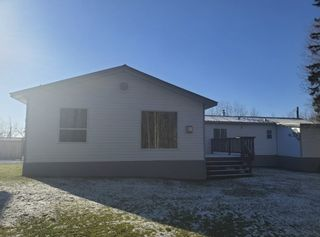 """Photo 2: 2866 EVASKO Road in Prince George: South Blackburn Manufactured Home for sale in """"SOUTH BLACKBURN"""" (PG City South East (Zone 75))  : MLS®# R2542635"""