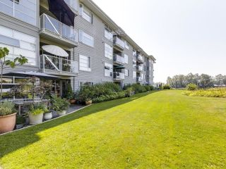 """Photo 5: 104 1990 E KENT AVENUE SOUTH in Vancouver: South Marine Condo for sale in """"Harbour House at Tugboat Landing"""" (Vancouver East)  : MLS®# R2607315"""