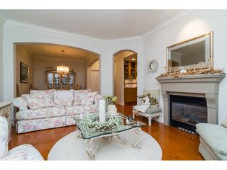 """Photo 9: 204 16433 64 Avenue in Surrey: Cloverdale BC Condo for sale in """"St. Andrews"""" (Cloverdale)  : MLS®# R2123466"""