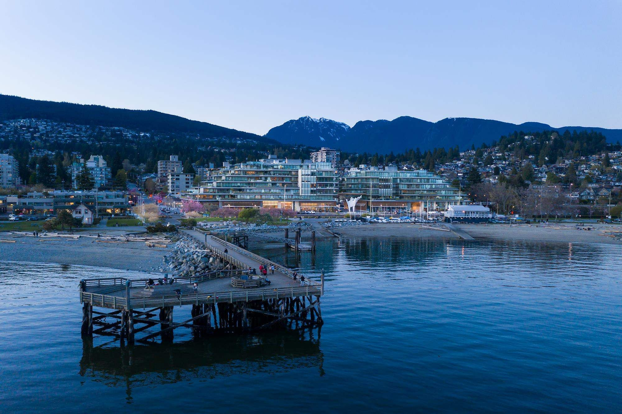 """Main Photo: TH102 1327 BELLEVUE Avenue in West Vancouver: Ambleside Townhouse for sale in """"GROSVENOR AMBLESIDE"""" : MLS®# R2596338"""