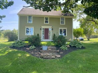 Photo 1: 790 Church Street in Port Williams: 404-Kings County Residential for sale (Annapolis Valley)  : MLS®# 202121362