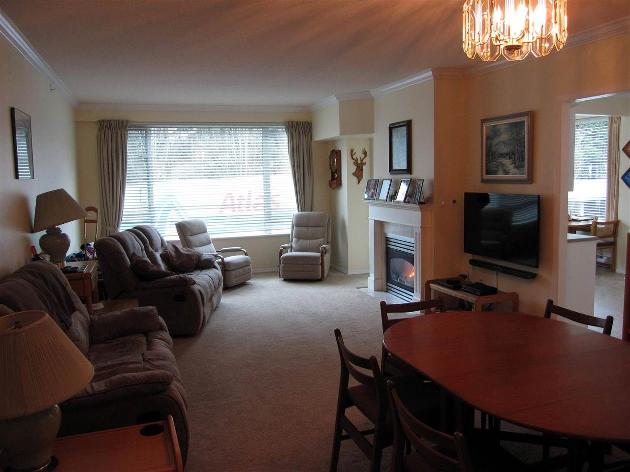 """Photo 2: Photos: 107 12148 224 Street in Maple Ridge: East Central Condo for sale in """"PANORAMA"""" : MLS®# R2153257"""