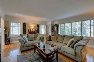 Photo 2: 707 Moss St in : Vi Rockland House for sale (Victoria)  : MLS®# 856780