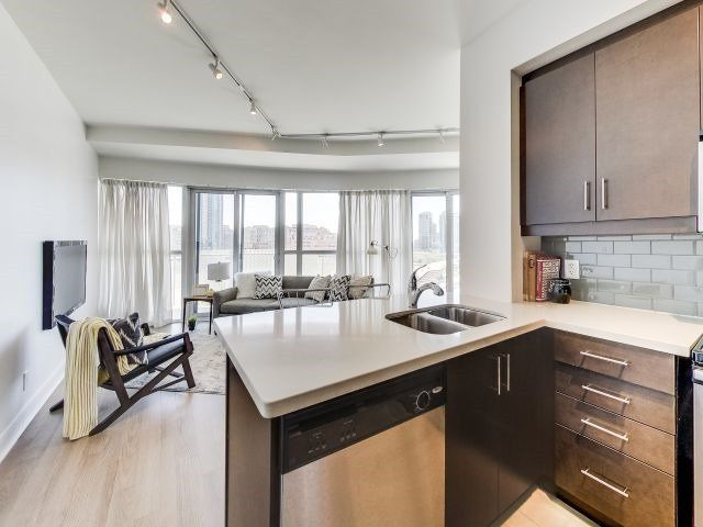 Photo 6: Photos: 1406 50 Absolute Avenue in Mississauga: City Centre Condo for sale : MLS®# W3804080