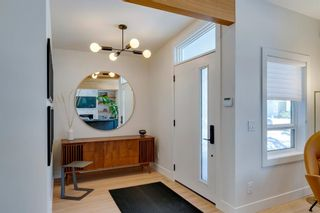 Photo 3: 1011 80 Avenue SW in Calgary: Chinook Park Detached for sale : MLS®# A1071031