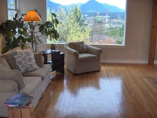 Photo 2: 3631 Yale Street in Vancouver: Hastings East Home for sale ()  : MLS®# V919497