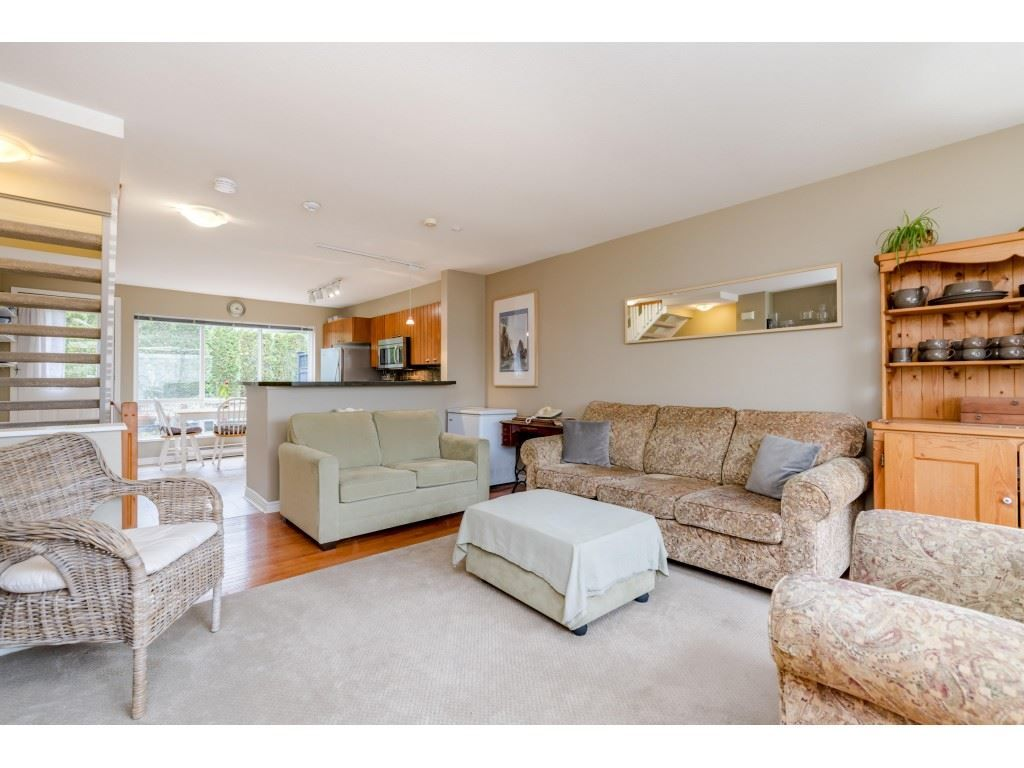 Photo 6: Photos: 6771 VILLAGE GRN in Burnaby: Highgate Townhouse for sale (Burnaby South)  : MLS®# R2439799
