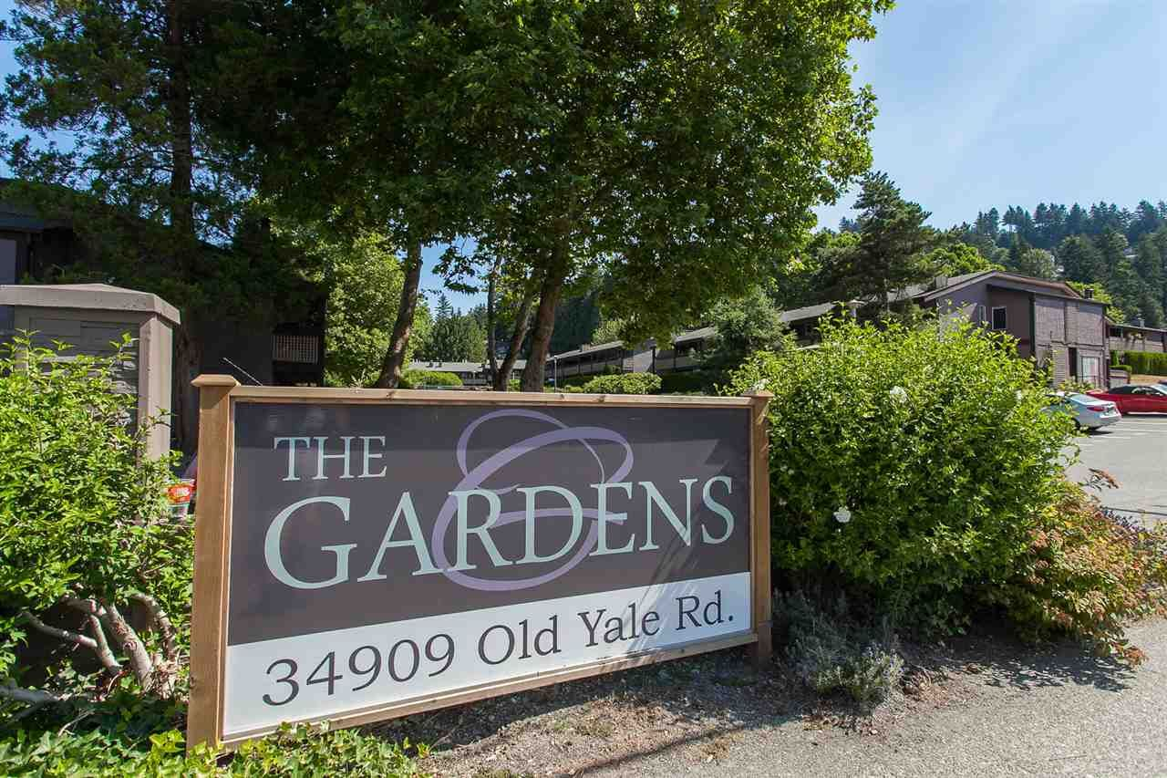 "Main Photo: 812 34909 OLD YALE Road in Abbotsford: Abbotsford East Townhouse for sale in ""The Gardens"" : MLS®# R2189327"