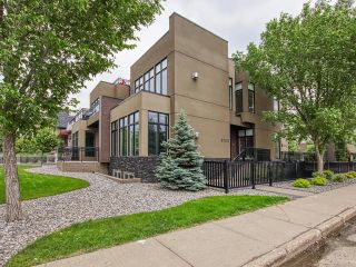 Photo 2: 8705 105 Street in Edmonton: Zone 15 House Half Duplex for sale : MLS®# E4247546
