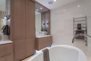 """Photo 22: 402 2289 BELLEVUE Avenue in West Vancouver: Dundarave Condo for sale in """"Bellevue by Cressey"""" : MLS®# R2620087"""