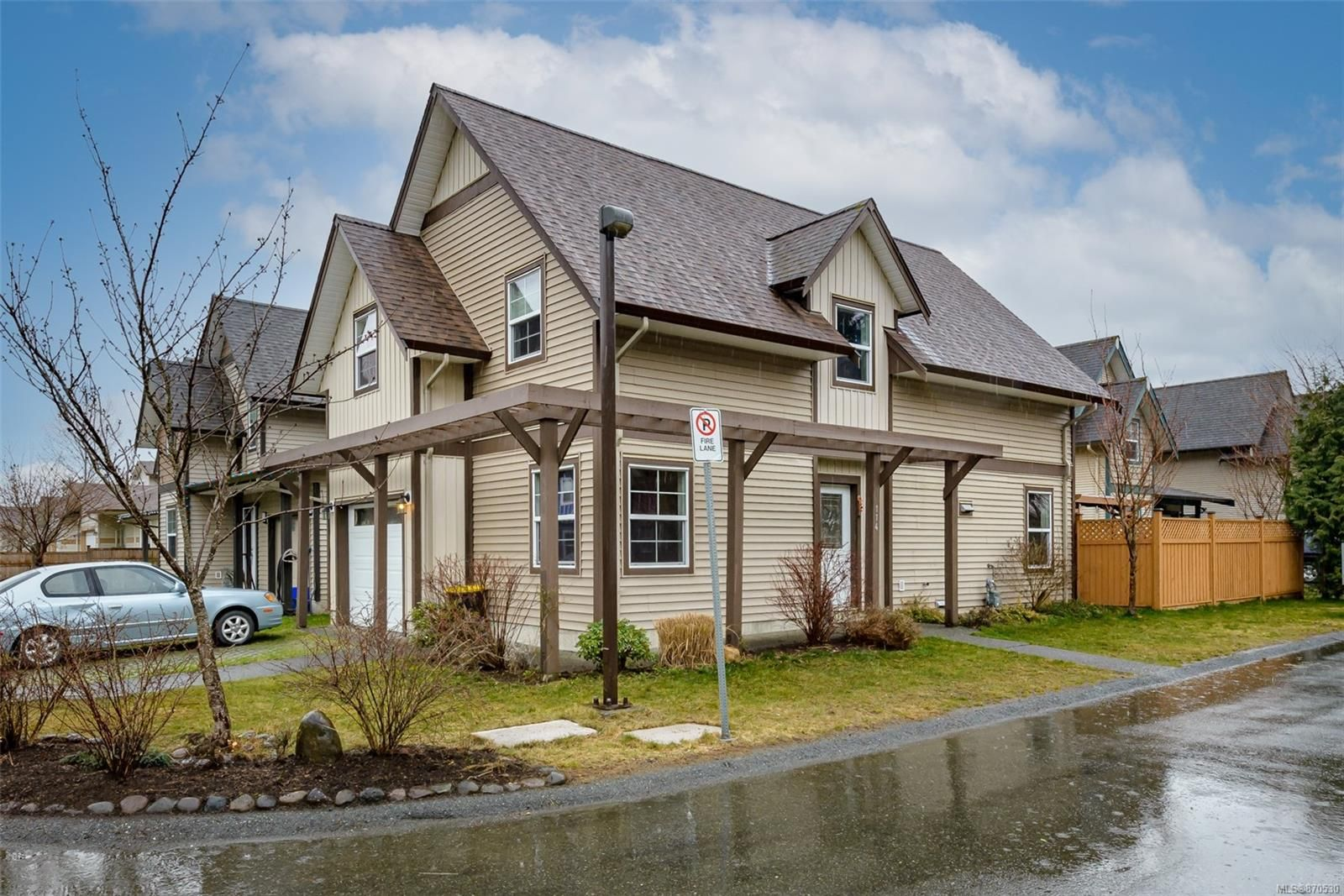 Main Photo: 114 2787 1st St in : CV Courtenay City House for sale (Comox Valley)  : MLS®# 870530