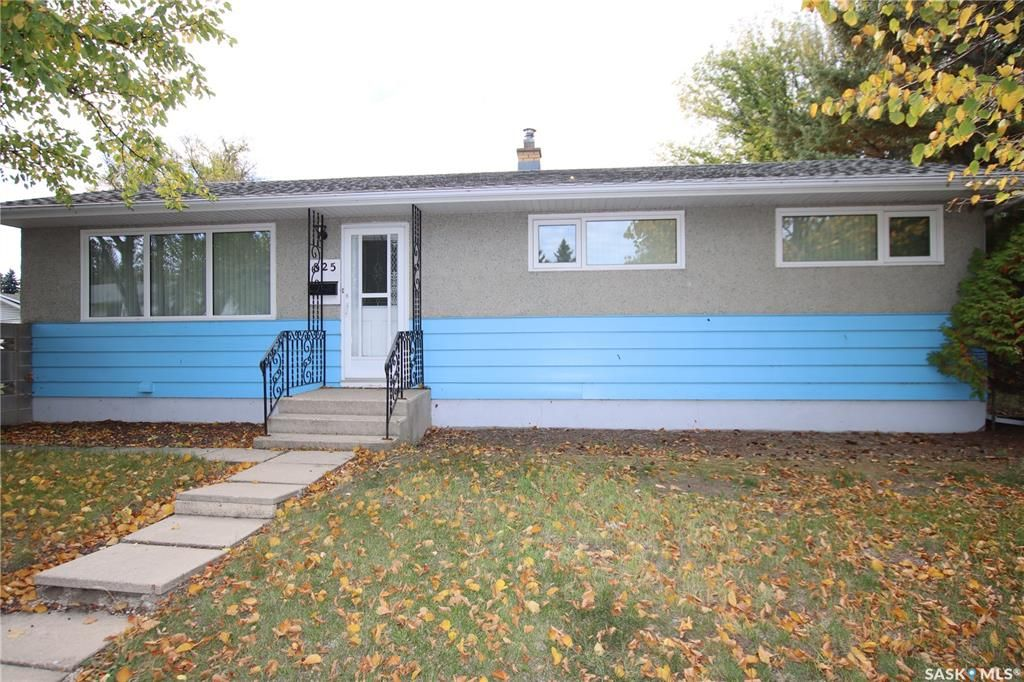 Main Photo: 825 East Centre in Saskatoon: Eastview SA Residential for sale : MLS®# SK870777