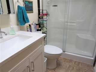 """Photo 15: 61 5742 UNSWORTH Road in Sardis: Vedder S Watson-Promontory Manufactured Home for sale in """"Cedar Grove"""" : MLS®# R2405974"""