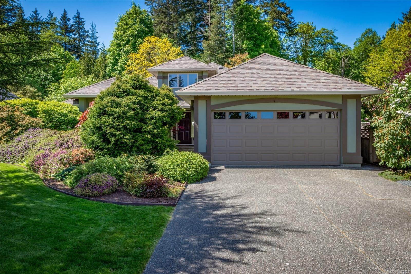 Main Photo: 2960 Willow Creek Rd in : CR Willow Point House for sale (Campbell River)  : MLS®# 875833