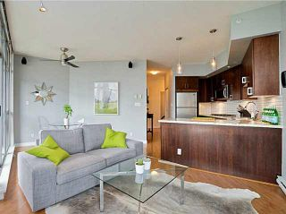 """Photo 3: 705 1050 SMITHE Street in Vancouver: West End VW Condo for sale in """"STERLING"""" (Vancouver West)  : MLS®# R2133078"""
