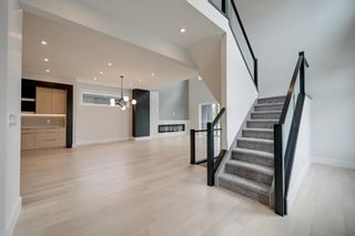 Photo 2: 1303 CLEMENT Court in Edmonton: Zone 20 House for sale : MLS®# E4262296