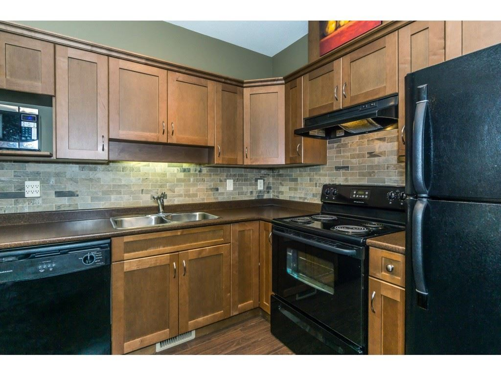 """Photo 10: Photos: 32 46840 RUSSELL Road in Sardis: Promontory Townhouse for sale in """"Timeber Ridge"""" : MLS®# R2359001"""