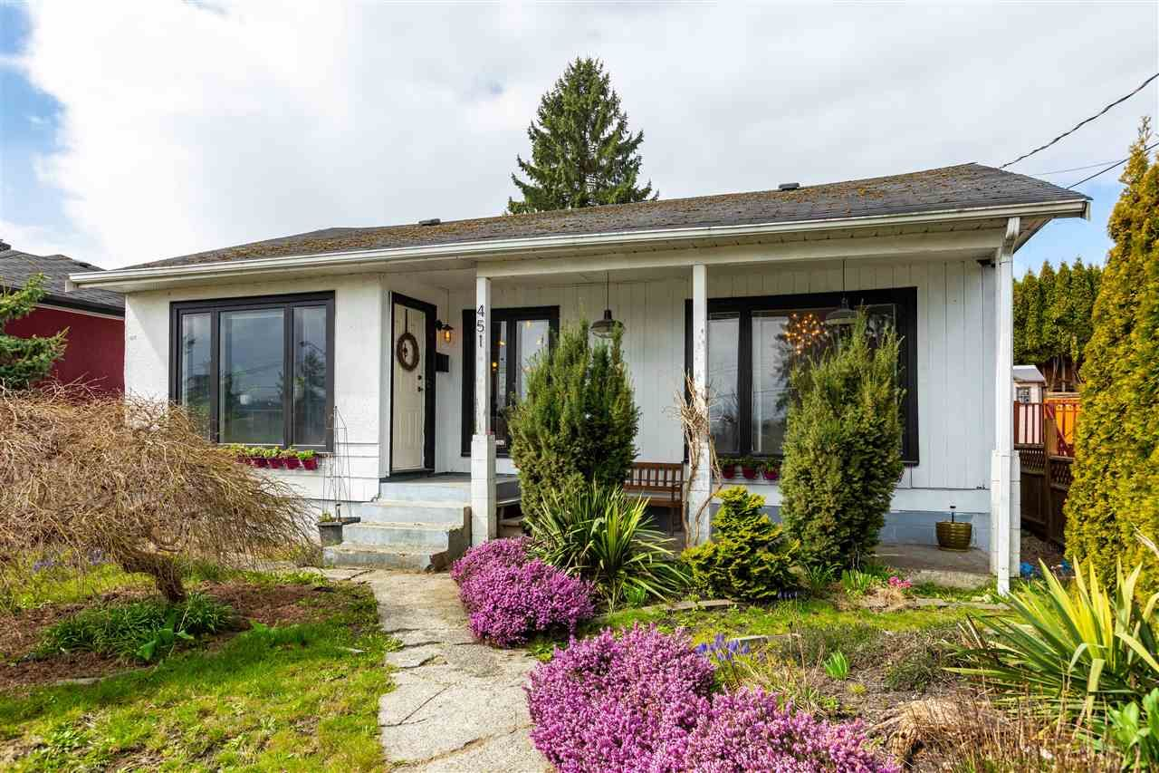 Main Photo: 451 WILSON Street in New Westminster: Sapperton House for sale : MLS®# R2454395