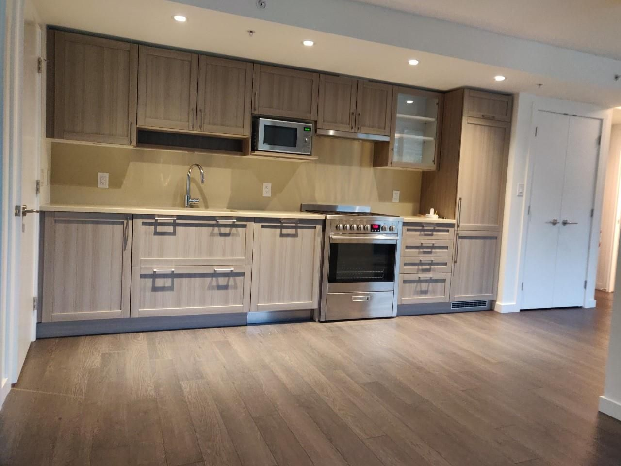 """Photo 6: Photos: 205 5515 BOUNDARY Road in Vancouver: Collingwood VE Condo for sale in """"WALL CENTER CETNRAL PARK"""" (Vancouver East)  : MLS®# R2516109"""