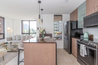 """Photo 5: 604 909 MAINLAND Street in Vancouver: Yaletown Condo for sale in """"YAELTOWN PARK II"""" (Vancouver West)  : MLS®# R2617490"""