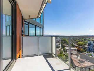 """Photo 10: 2205 285 E 10TH Avenue in Vancouver: Mount Pleasant VE Condo for sale in """"The Independent"""" (Vancouver East)  : MLS®# R2599683"""