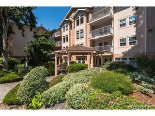 Photo 2: 201 606 Goldstream Ave in VICTORIA: La Fairway Condo for sale (Langford)  : MLS®# 737754