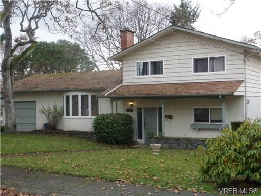 Main Photo: 1162 Lugrin Pl in VICTORIA: Es Rockheights House for sale (Esquimalt)  : MLS®# 658214